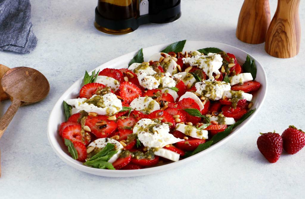 Strawberry Burrata Salad with Mint Pesto_45d