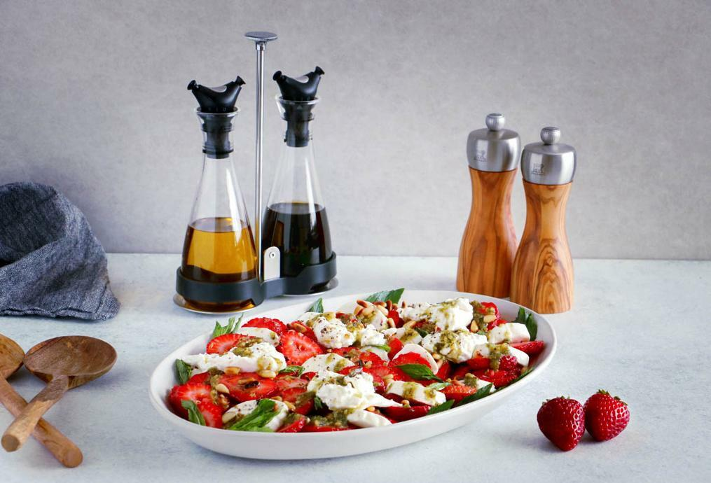 Strawberry Burrata Salad with Mint Pesto - Peugeot Saveurs