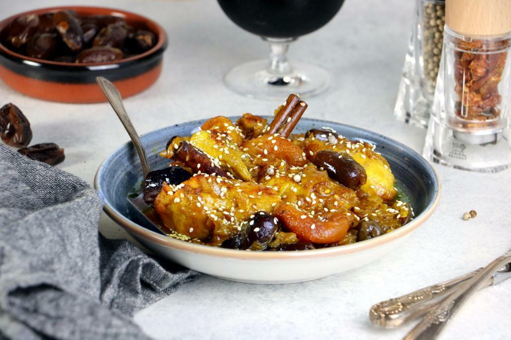 Chicken Tagine with Dried Fruits_landscape - Peugeot Saveurs