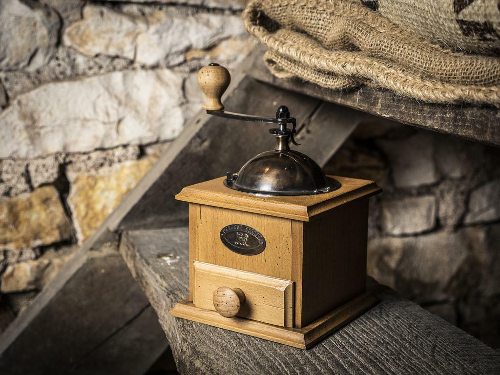 COFFEE MILL Antique barn atmosphere - Peugeot Saveurs